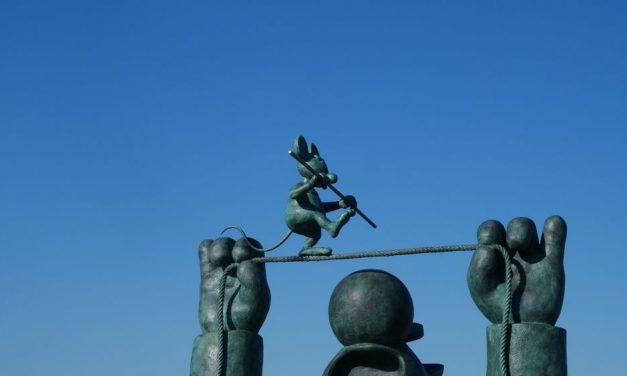 20 gigantesques sculptures du Chat de Philippe Geluck sur les quais de bordeaux