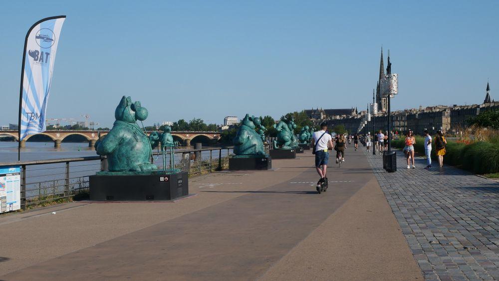 les gigantesques sculptures du Chat de Philippe Geluck
